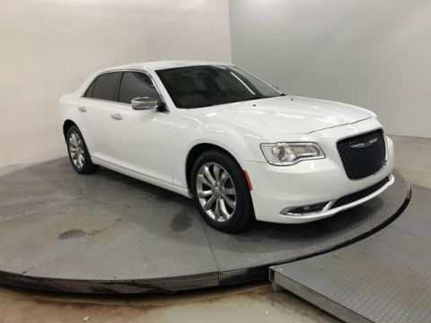 Pre-Owned 2018 Chrysler 300 Limited AWD